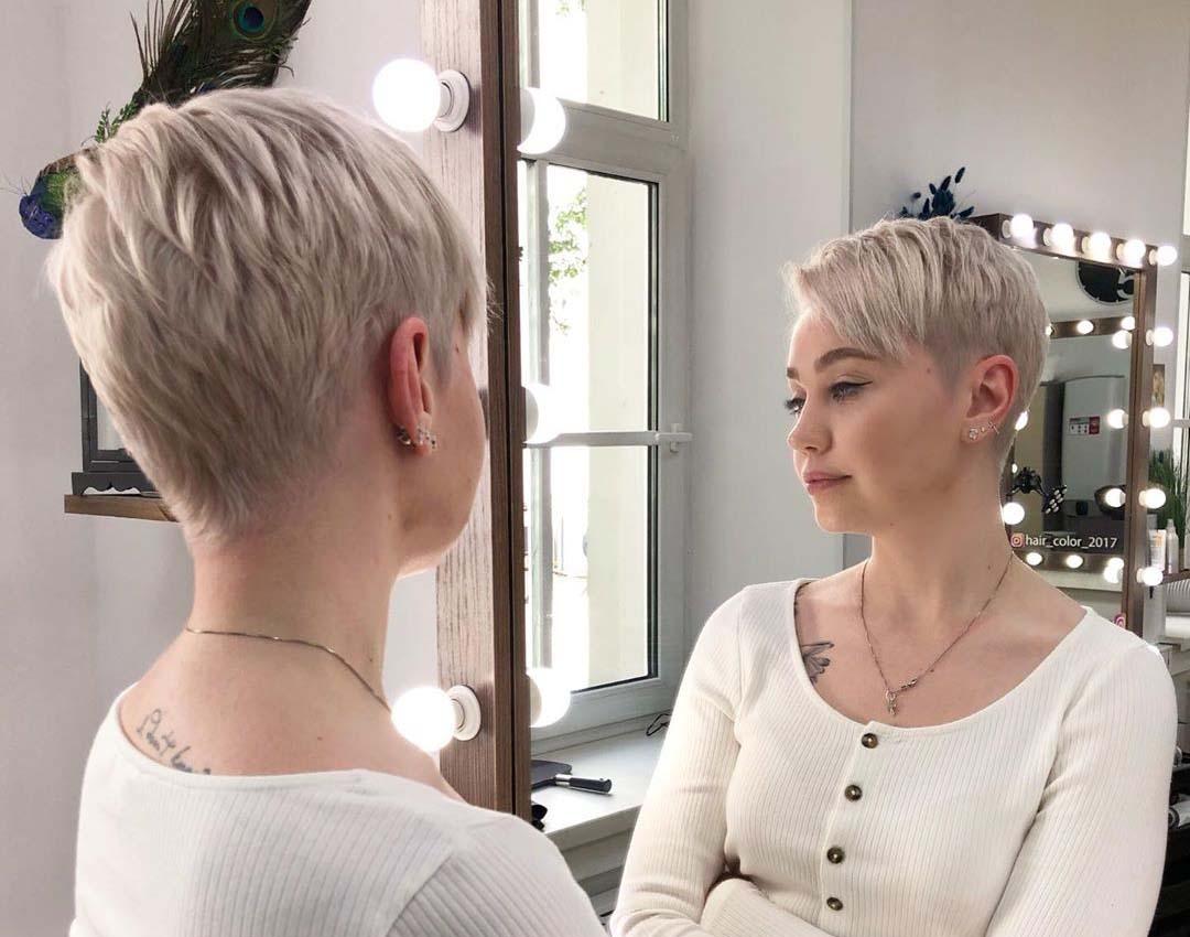 Модная женская стрижка для круглого лица