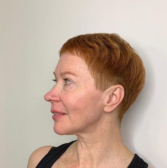 Ультракороткие стрижки для женщин после 60