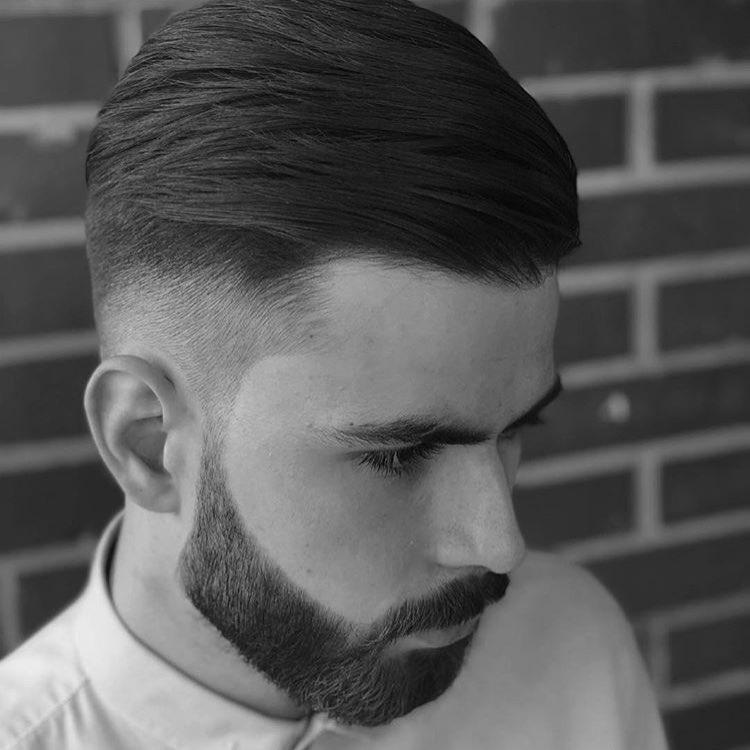 Мужская стрижка набок с выбритыми висками