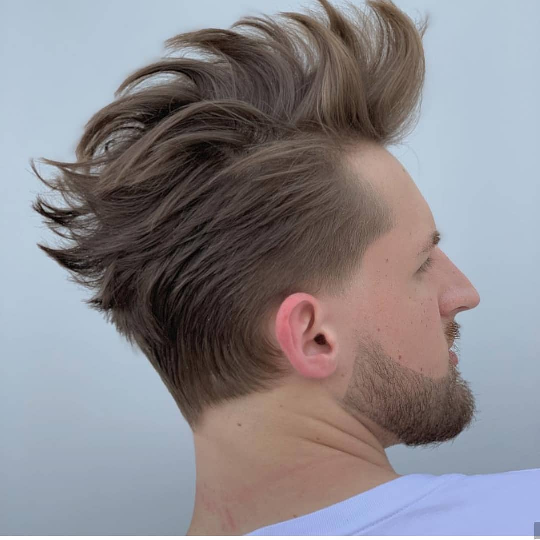 Мужская стрижка на средние волосы с бородой