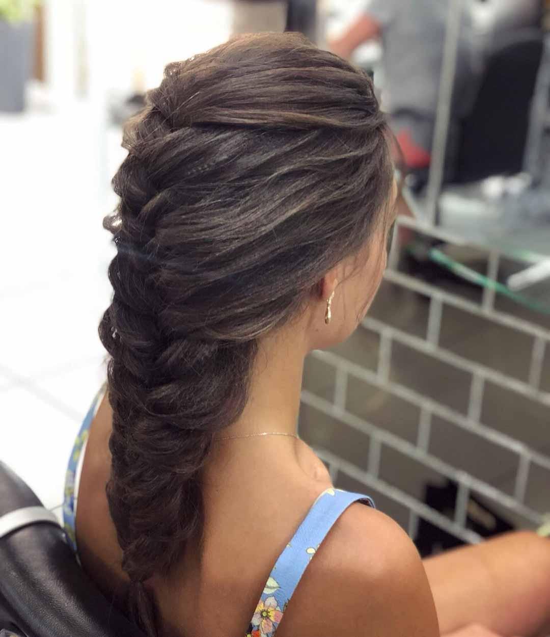 Прическа коса на стрижку лесенка
