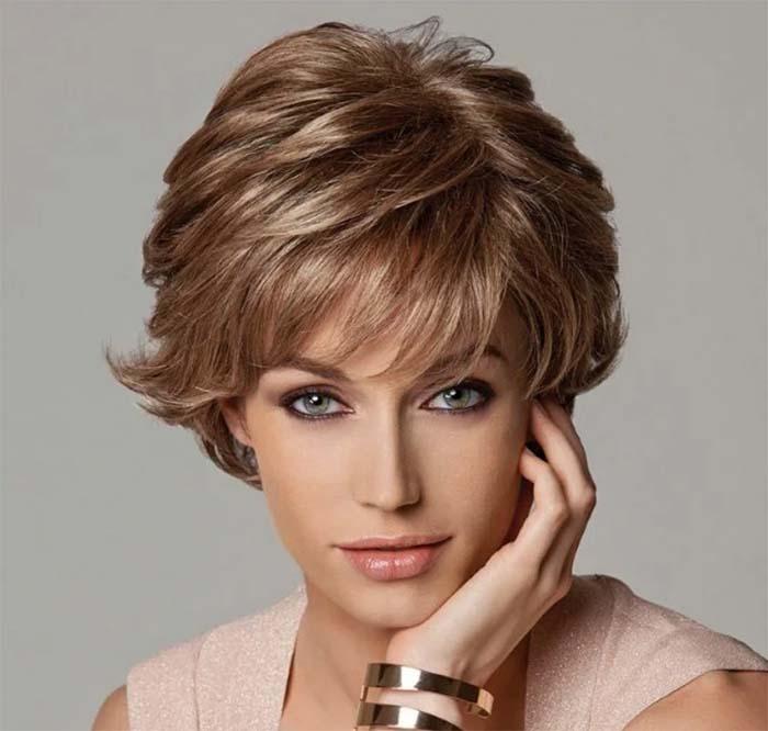 Итальянка стрижка на короткие волосы с челкой