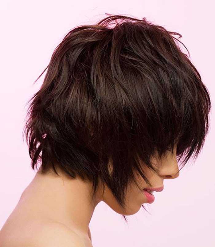 Стрижка каприз на средние волосы с удлиненной челкой