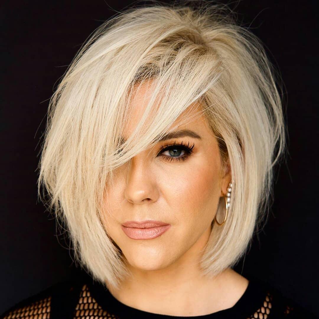 Женская стрижка на средние волосы с челкой после 35 лет